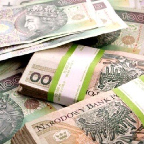 Pracownica banku okradła swoją klientkę na 360 tysięcy zł