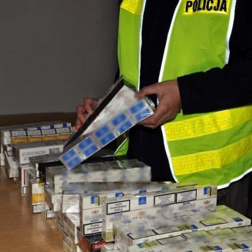 POLICJANCI ZABEZPIECZYLI 570 PACZEK PAPIEROSÓW