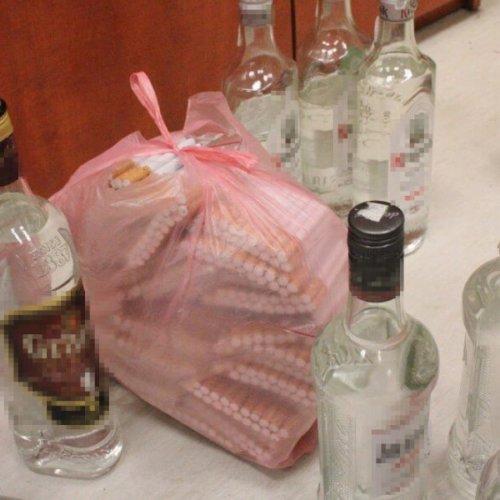 """HANDLOWAŁ PAPIEROSAMI Z KONTRABANDY I """"LEWYM"""" ALKOHOLEM"""