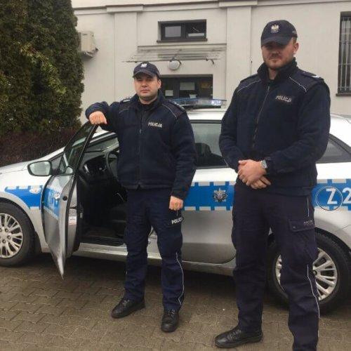 POLICJANCI URATOWALI RODZINĘ PRZED ZACZADZENIEM