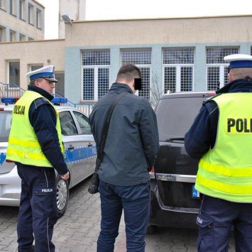 POLICJANCI Z MIŃSKIEJ DROGÓWKI ZABEZPIECZYLI 200 TYSIĘCY SZTUK PAPIEROSÓW BEZ AKCYZY