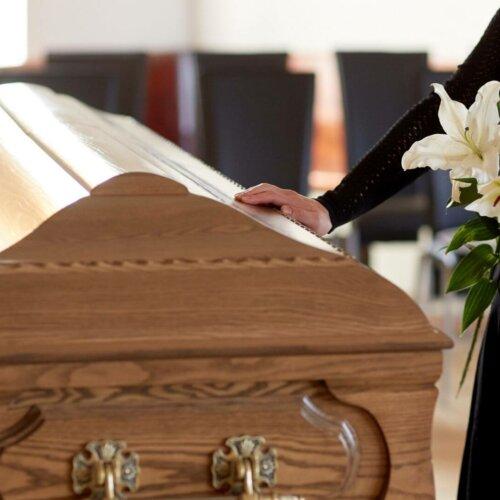 Jakie usługi pogrzebowe są niezbędne, aby zorganizować pochówek?