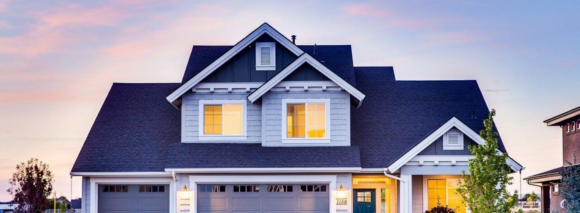 Mieszkanie czy dom — co bardziej opłaca się kupić w Warszawie?